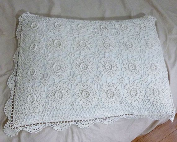 crocheted  pillow case,crochet cushion cover, vintage pillow case, white,decorative cushion cover,vintage crochet,bedroom decor,bedding