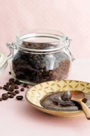 Create this luxurious Espresso Yourself Facial Mask for yourself or for a friend.