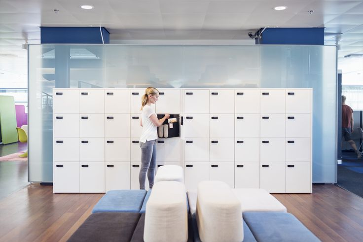 GoBag design Iiro Viljanen (storage system The Wall design Pekka Toivola).   GoBag is Martela's solution to activity-based working. The felt bag is designed by Iiro Viljanen. One can fit in it all that is needed for a working day: laptop, charger, paper stuff, water bottle and much else.  The single-size bag is made of grey thermally foamed felt, which has been bended to form two compartments. Colour elements in handles and pocket surfaces.