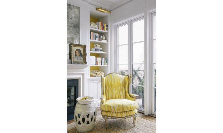 efektowny stolek do garderoby