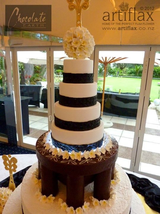 38kg solid chocolate kava bowl with 4 wedding cake tiers on top
