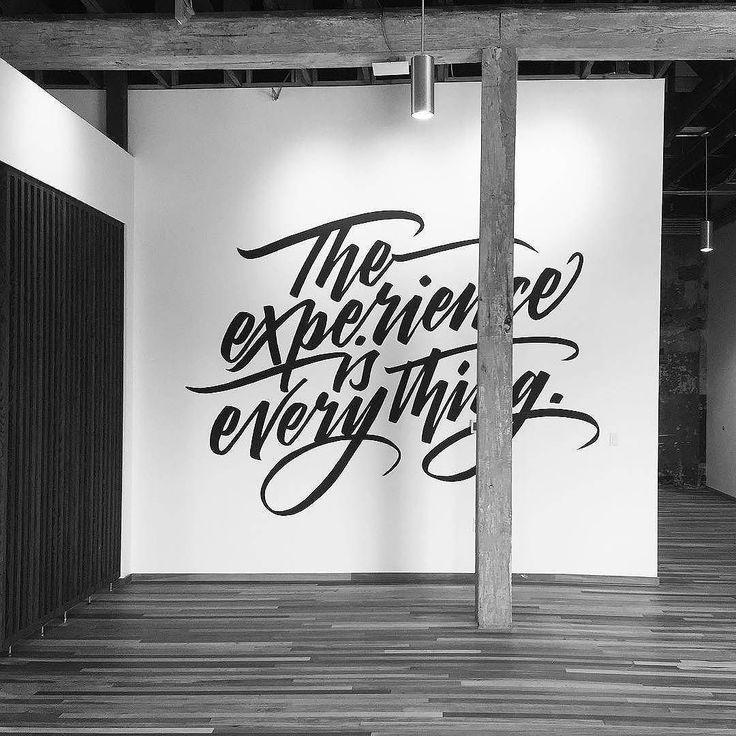 картинка шрифты на стене расположен живописный