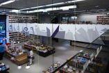 Οι υπάλληλοι του βιβλιοπωλείου «Ελευθερουδάκης», συγκέντρωσαν τις πιο περίεργες εκφράσεις που έχουν ακούσει από τους πελάτες τους και τις δημοσίευσαν...