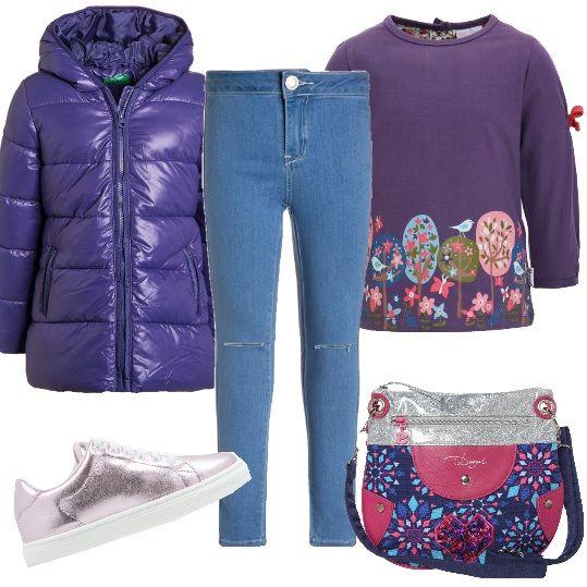 E' questo uno dei colori preferiti dalle bambine. La giacca invernale ha cappuccio foderato, chiusura a cerniera e una calda imbottitura. La maglietta a manica lunga è in jersey, scollo rotondo, stampa fantasia e simpatici fiocchetti sulle braccia. I jeans sono skinny fit, modello lungo, medio blu e a vita alta. Le sneakers sono rosa, effetto laminato, con lacci. Meravigliosa la tracollina della Desigual con cerniera e fantasia multicolor.