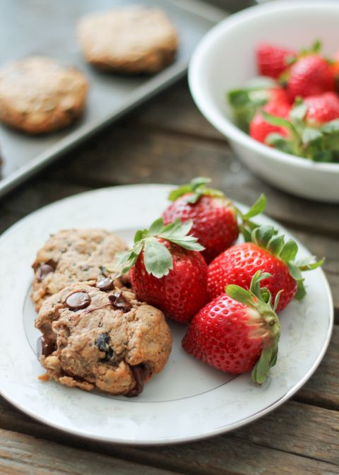 Delicious flourless chocolate chip breakfast cookies packed omega-3 thanks to walnuts and chia seeds. These cookies have no butter, flour or...