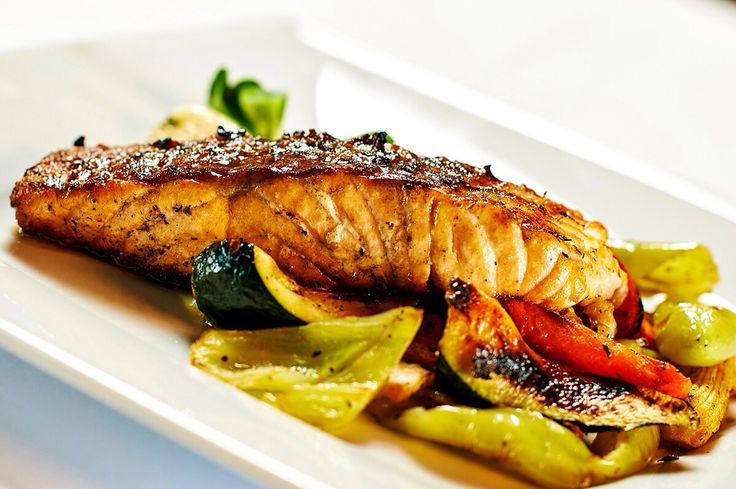 Filet z uzeného pstruha s grilovanou zeleninou Vám bude chutnat. #pytloun #pytlounrestaurant #delicious #restaurant #timeforlunch