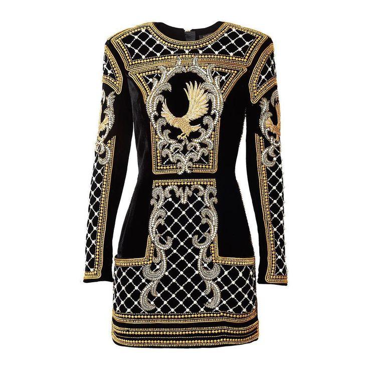 Hace cinco días H&M hacía su primera revelación. A través de su cuenta de Instagram la firma sueca desvelaba un bordado de lo que sería su primera prenda de la colección de Balmain para H&M. La intriga no duró mucho, ya que al día siguiente la marca subía a su cuenta una foto del modelo: un mini vestido negro y dorado lleno de bordados, que costará 500 euros.