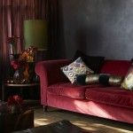 kadife koltuk ornekleri oturma odasi salon mobilya renk secimi koltuk takimlari arasinda uyum kirmizi
