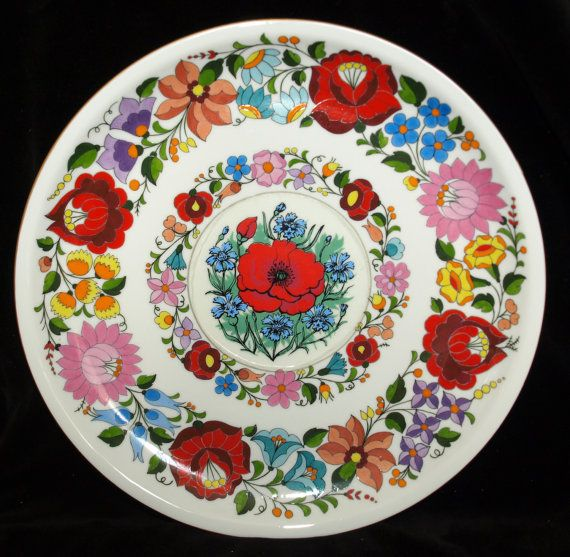 Original hand painted hungarian Kalocsa floral Kalocsa Hungary porcelain wall plate. In a perfect condition.   Diameter: 28cm (11)   I ship worldwide.