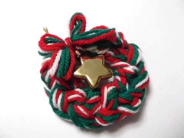 人差し指で編む鎖編みのリースです。