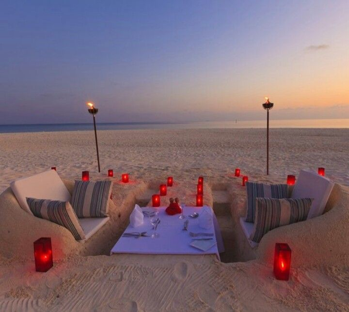 unbelievably romantic beach dinner. Would totally love to do this for a date!!