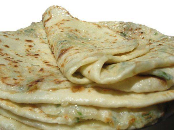 Дагестанское блюдо, а точнее сказать аварское! представляет собой тонкую лепешку с начинкой... Эти лепешки особенно вкусны в горячем виде (только с пылу с жару) .