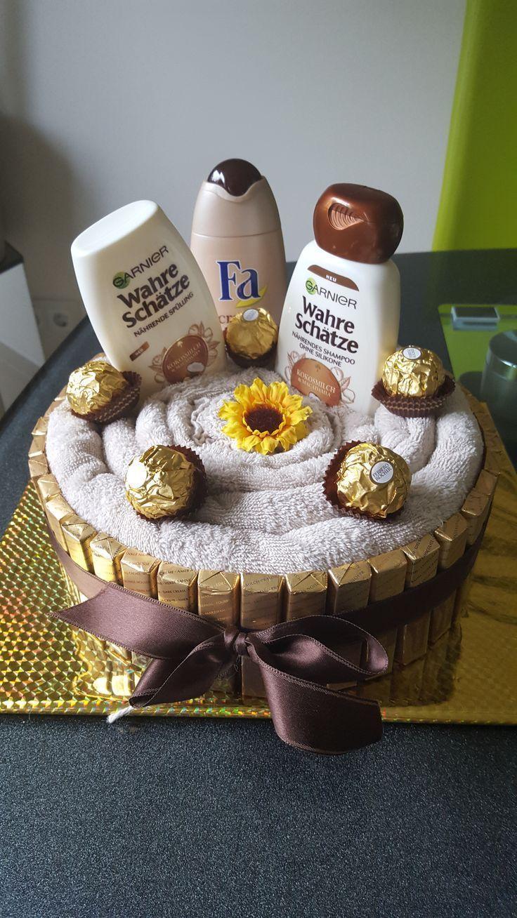 Handtuch Kuchen – #Geschenk Kuchen #Verpackung – Süßigkeiten Geschenk – #Geschenk … – #Geschen …   – DIY Gifts Wedding Ideen