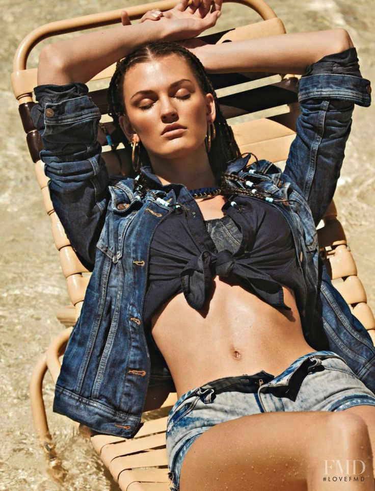 Denim On The Beach in Glamour France with Ali Stephens wearing Gap,Kocca - Fashion Editorial | Magazines | The FMD #lovefmd