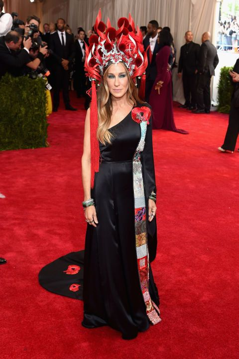 Sarah Jessica Parker in custom H&M and Philip Treacy hat. See all the looks from the 2015 Met gala.