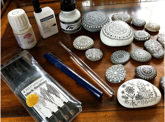 Pebble painting and drawing tools from Magamerlina