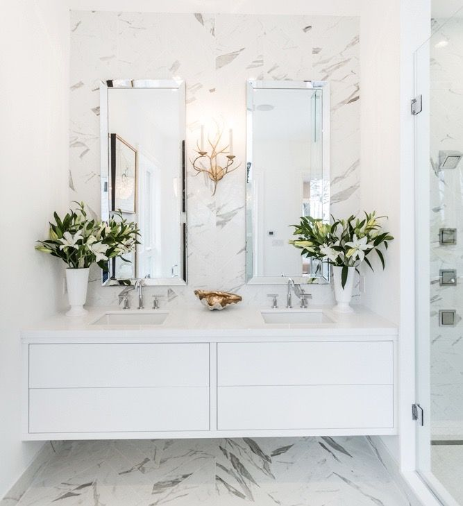 #Highview house master ensuite bath from #BryanInc seen on #HGTVCanada. Lighting and artwork from Cocoon: #Branch sconce, #Jacqueline chandelier, #NudeAbstractArt