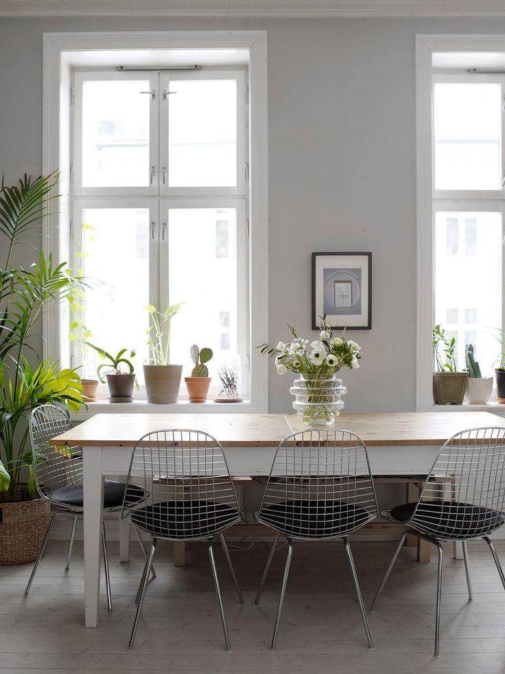 Vako-vasen i den fine spisestuen til Mette Mortensen. Se mer fra hjemmet hennes her. Foto: Birgit Fauske