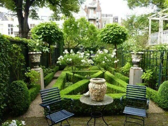 Tiny formal garden via Paris Style Antiques on Facebook