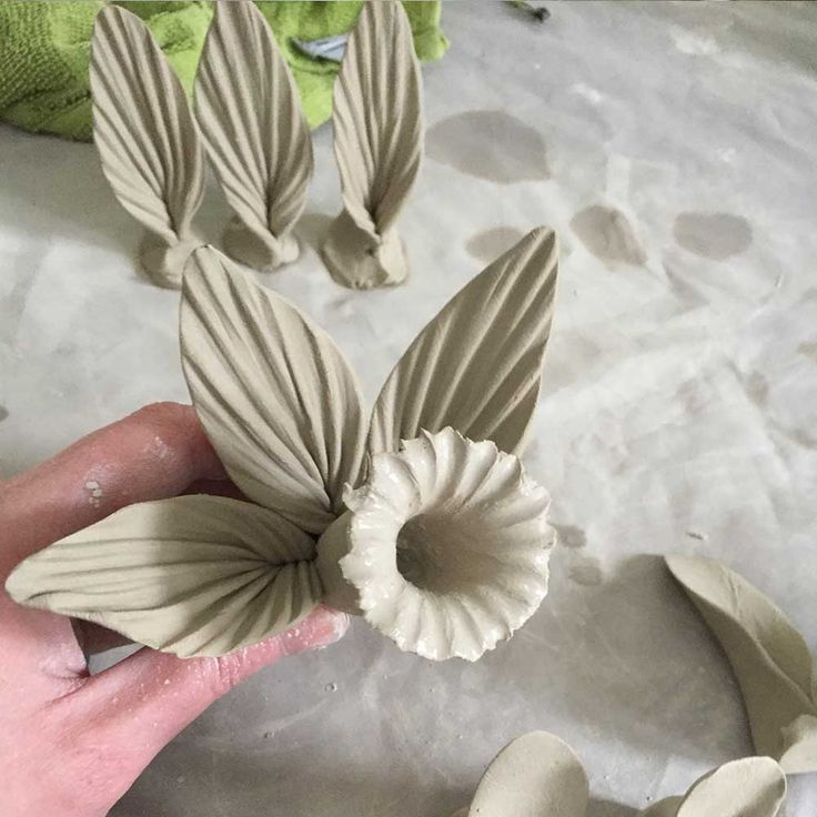 This technique would work with any clay after a bit of practice. The clay I have used here is one of my favourites for modelling with, its Earthstone Special 160 from Valentine Clays. FIred to 1050c. What you will…