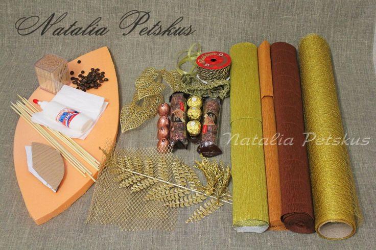 - кофе в зернах - термоклей - плотный картон - акриловая золотая краска - глиттер (блестки) - шнуры, ленты, бусины, кружево - декоративные золотые листья