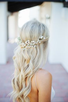 Wedding Hair Idea | Baby's Breath Bridal Hair | Long Blonde Hair | Beach Waves | Baby's Breath Crown