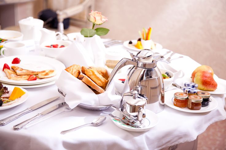 Kick start your Monday and eat like a king with a royal breakfast! Can we spoil you?   www.divaniapollonhotel.com
