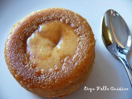 Pour 4 coulants au caramel à la fleur de sel. Ces coulants ont une croûte tout autour. Vous pouvez obtenir ceci en n'ajoutant pas les 4 cuillères à café gourmandes de sauce caramel à la fleur de sel pure une fois que vous avez versé la préparation dans les ramequins.  - 150 g de sauce caramel à la fleur de sel ( + 4 càc : 1 par ramequin - Facultatif ) - 50 g de beurre doux - 40 g de sucre - 50 g de farine - 2 oeufs - 1 mini pincée de fleur de sel