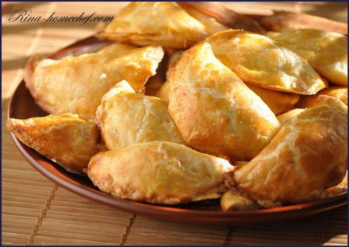 ИСПАНСКАЯ КУХНЯ. «Тапас — это испанские разнообразные легкие закуски. В любом кабаке или прибрежном кафе их подают в любое время дня и ночи — к пиву, вину, сидру или как закуску перед обедом.» В ре…