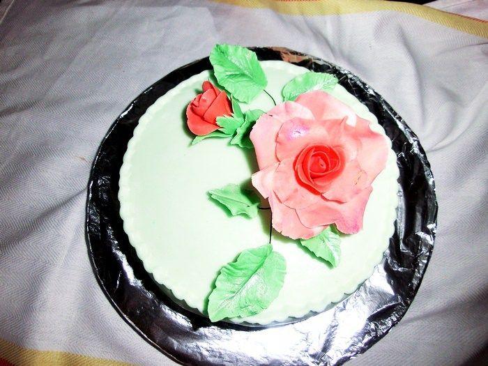Pasta de zahar pentru invelit torturi, reteta simpla, pas cu pas, usor de facut acasa, usor de modelat flori simple si de invelit torturi si prajituri