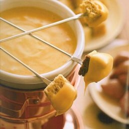 Ye Olde English Pub fondue... for Joel's party 1 lb grated sharp cheddar 2 tbsp flour 1 c. English or Scottish ale 1 tsp kosher salt