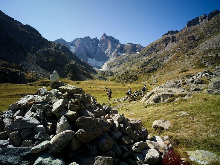 Randonnée dans les Pyrénées - Par CRT Midi-Pyrénées / Dominique VIET  #TourismeMidiPy #MidiPyrenees #France #Pyrénées #Randonnée #Walking #trekking #hiking