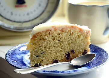 Skærekagen med appelsin kan holde sig i flere dage på køkkenbordet. Her er kagen bagt med chokolade, der passer så fint sammen med appelsin, men du kan sagtens undvære chokoladen.