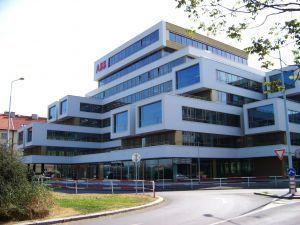QUBIX  Projekt Qubix 4 Praha je rekonstrukcí administrativní budovy z roku 1976 na moderní kancelářskou budovu splňující nejvyšší požadavky současné doby.