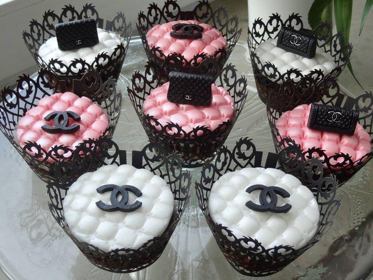 Alegra (www.facebook.com/backparadiesdus) hat uns diese Designer-Cupcakes zukommen lassen. Guter Geschmack in vielfacher Ausführung!  Sie hat dabei unsere Marc de Champagne Aromapaste verwendet.  http://www.pati-versand.de/Zutaten/Aromen/Pasten:::5_23_50.html?utm_source=Facebook&utm_medium=Post&utm_campaign=FBAromapasten