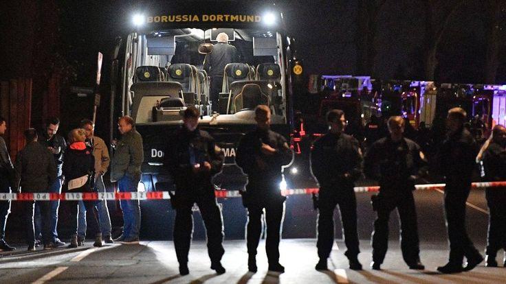 Polizeiaufgebot vor dem Mannschaftsbus von Borussia Dortmund