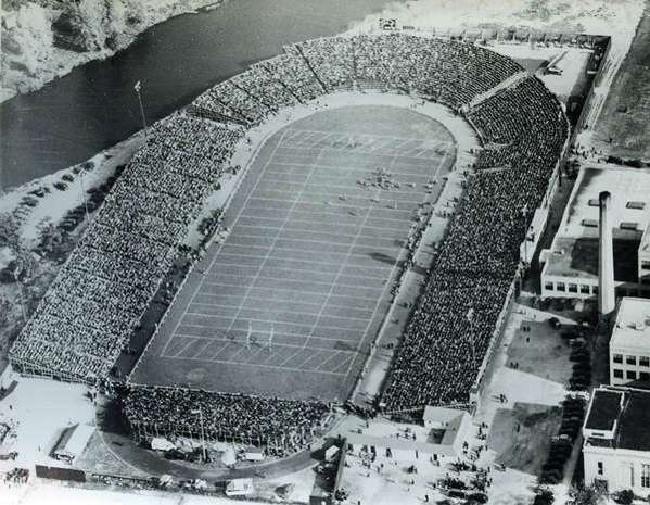 Green Bay Packers game at City Stadium in 1941: Cities Stadiums, Packersnew Com, Packers Vintage, Packers Fans, Packers Backer, Amazing Green, Green Bays Packers, Lambeau Fields, Packers Games
