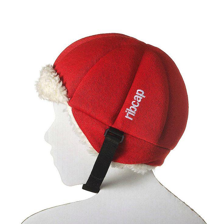 Czapka Ribcap Harris Red to miękka i skuteczna ochrona główki dziecka, czapka została wyposażona we wkładkę absorbującą wstrząsy i ma zapewnić ochronę podczas uderzenia. Dodatkowo Ribcap zapewnia ochronę cieplną, jak to czapki mają w zwyczaju. Jeśli twój AktywnySmyk nie lubi nosić kasku w chłodne dni Ribcap stanowi idealne rozwiązanie na rower, hulajnogę, sanki, łyżwy czy plac zabaw... potajemnie można przemycić bezpieczeństwo ukryte w czapce :-)