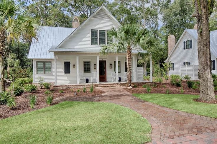 View this luxury home located at 7 Cobalt Lane Bluffton, South Carolina, United States. Sotheby's International Realty gives you detailed information on real estate listings in Bluffton, South Carolina, United States.