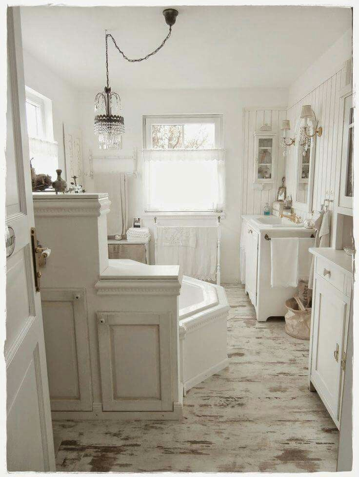 Pin by bia reis on banho dos deuses bathroom bathtub for Maison chic shabby chic