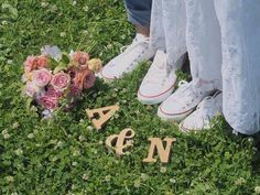 ・ 森フォト♡ ・ イニシャルも緑に合うかなぁと思って、ウッドのままで持って行きました ・ #プレ花嫁#花嫁#結婚式準備#アニ嫁#アニヴェルセル#アニヴェルセルみなとみらい#ANNIVERSAIRE#タキシード#ドレス#ウェディングドレス#ツーピースドレス#セットアップドレス#コンバース#スニーカー#おそろシューズ#森フォト#ロケフォト#足元ショット#イニシャルオブジェ #marry本指示書用写真