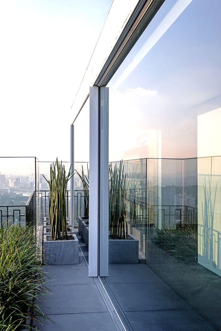 Brazil S.Paulo Triplex  Apartment Bernardes Arquitetura   @bernardesarq @hyline_pt #Hyline #HY40 #Details #Minimalframes #Aluminium #Beauty #Simplicity #Luxury #Elegance #Quality #Product #triplex #visionwithoutboundaries #hylineview  #Inspiration #Archilovers #Architecture #design