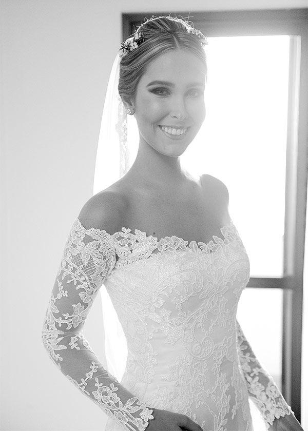 Vestido de noiva clássico de renda - decote ombro a ombro manga longa ( Foto…