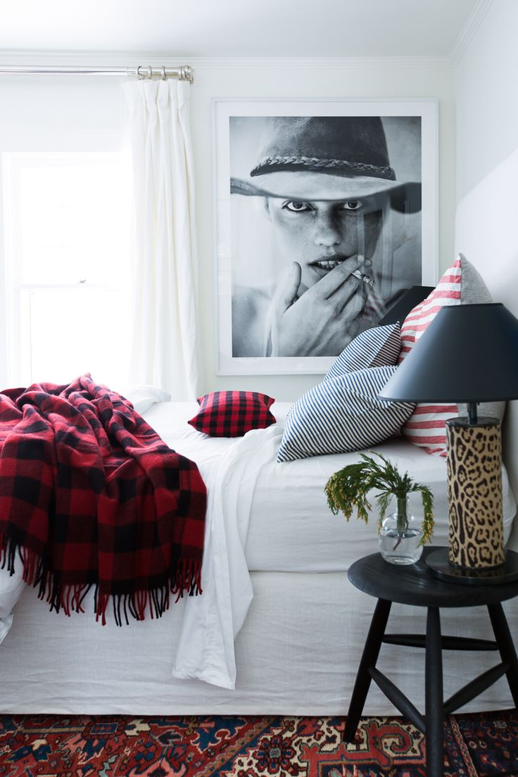 See the Gorgeous Way Michelle Adams Decorates for the Holidays #theeverygirl
