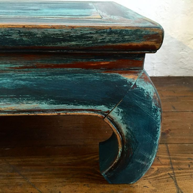 Painted old varnished table with Daria Geiler paint materials