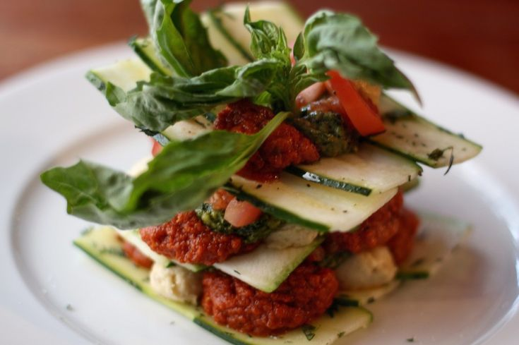 Zucchini and Green Tomato Lasagna - going to try this for dinner!: Food Recipes, Food And Wine, Raw Vegans, Green Tomatoes, Rawfood Lasagna, Vegans Lasagna, Lasagna Recipes, Tomatoes Lasagna, Raw Food