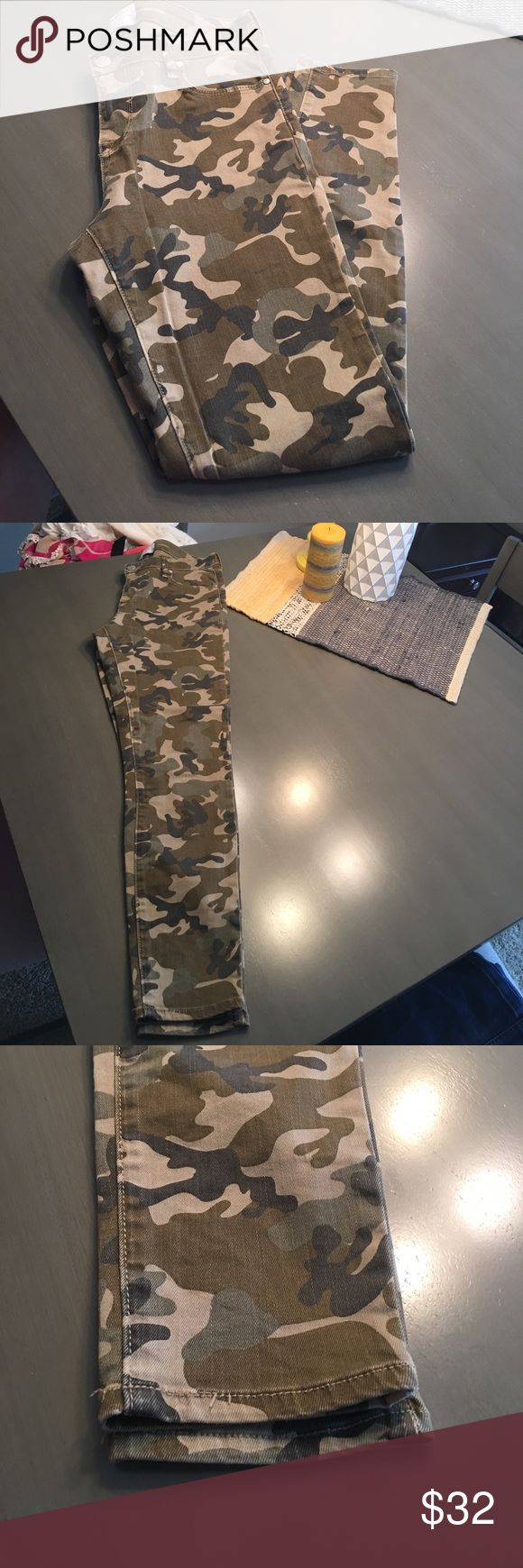Kendall & Kylie Jeans camouflaged size 27 Kendall & Kylie camouflage skinny jeans  size 27 so cute. Only worn cpl times. Smoke free home. No holes rips or tears. In great almost perfect condition thanks for looking. Kendall & Kylie Jeans Skinny