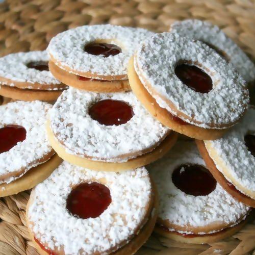 Bredele à la confiture, une excellente recette à essayer sans plus attendre. Recette de biscuits de Noël Alsacien.