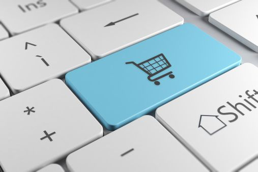 ¿Qué elementos sitios influyen en el consumidor para que haga compras electrónicas?. El consumidor ya no solo puede hacer compras en el punto de venta, pues gracias a internet este proceso se ha facilitado a través del e-commerce, además de que permite que el cliente inspeccione el producto antes de adquirirlo.