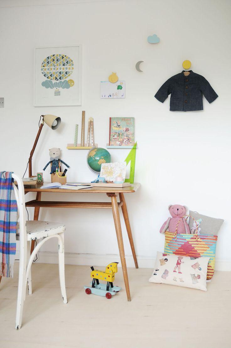 Desk wooden children s desk moulin roty furniture children s desk - La Rentr E R Tro De Chocolate Creative